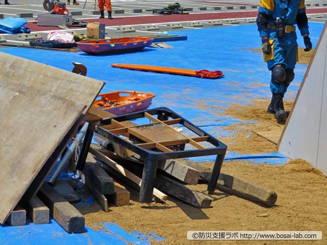 土砂災害想定のため家財や家屋の構造物に模した部材が一般的な訓練現場よりも多く入っていた模様。