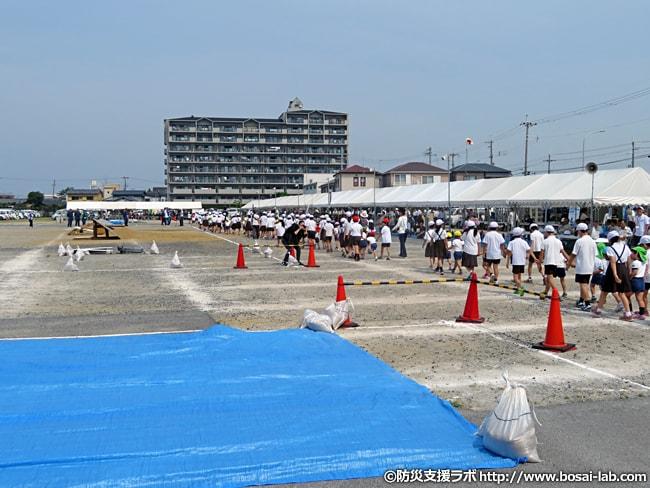 人数にして数百人にはなりそうな地域住民による集団避難訓練。岸和田市のような地域住民の参加率が高い訓練の背景には、日頃の交流などにも現れていそうです。
