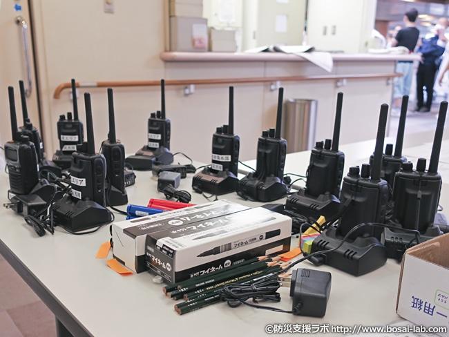 災害対策本部と連絡を取るためのトランシーバは訓練時でも各トリアージエリアや移送班も携行する必要があるため、10台以上使用。