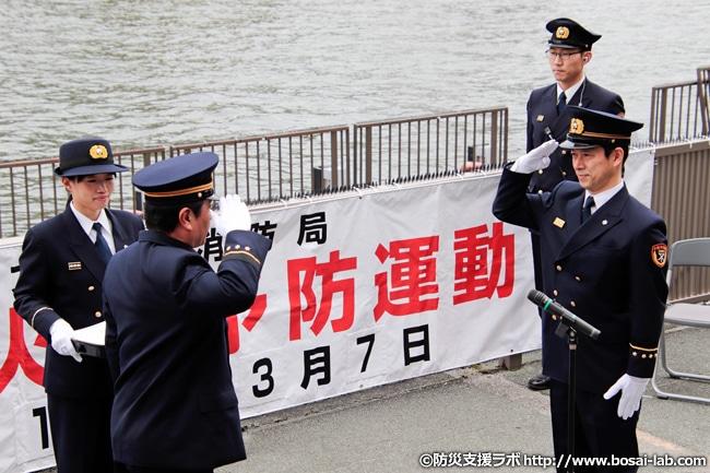 吉本興業株式会社の西川忠志さんへの1日消防署長任命式。