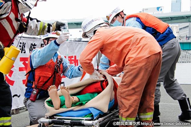 必要な処置を完了させ、病院への搬送手続きへと進みます。