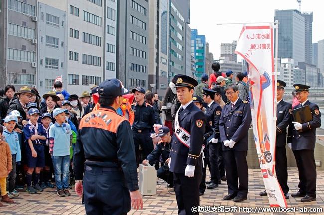 訓練終了後、西川忠志さんらは消防ふれあい体験コーナーへと向かいます。
